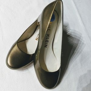 🎁💛NWOT ANNE KLEIN GOLD SHOES SIZE 6.5